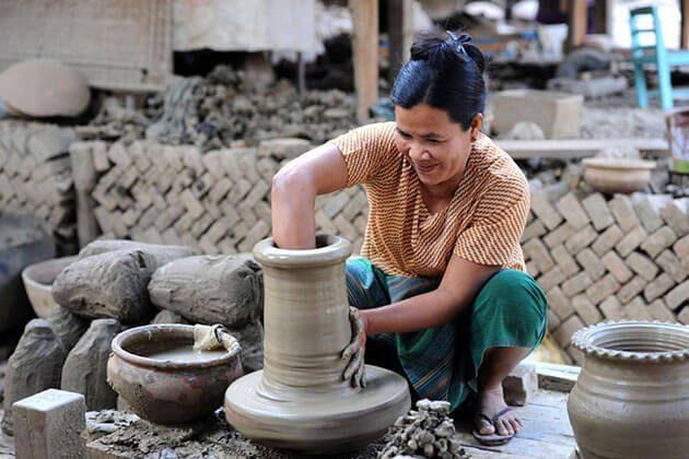 A local artisan is making a pot in yandaboo village