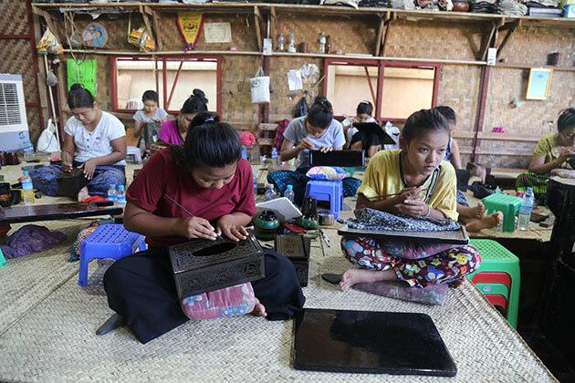 Bagan local lacquerware workshop