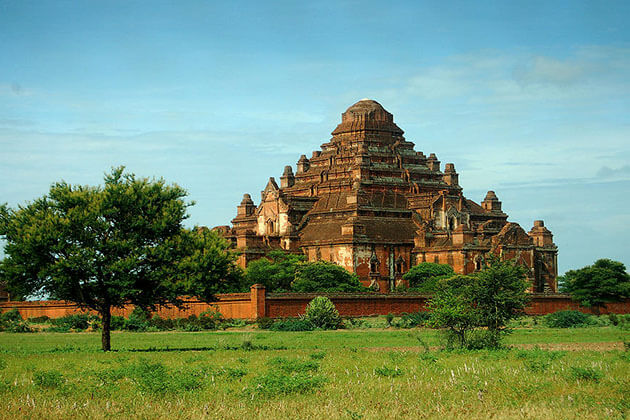 Dhammayan Gyi temple - the largest temple in bagan