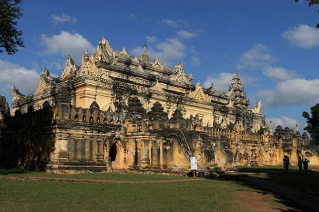 Maha Aungmye Bonzan Monastery - a fine example of the Burmese architecture