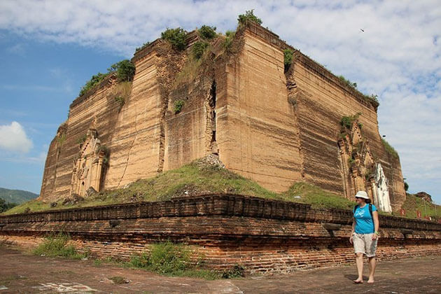 Mingun Pahtodawgyi - the largest unfinised pagoda in the world