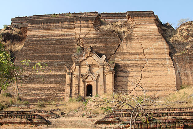 Mingun pagoda - the largest unfinished pagoda in the world