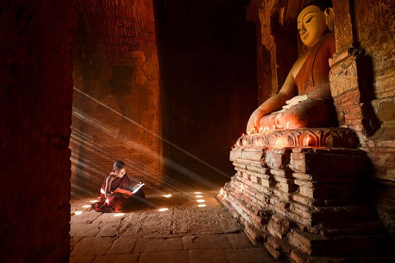 Myanmar cruises a young novice in Bagan
