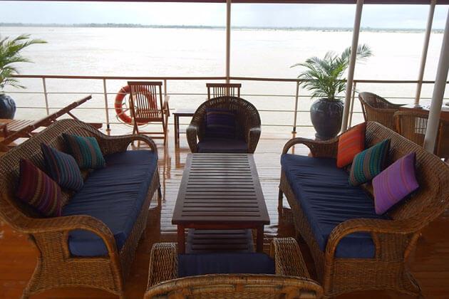 RV Kha Byoo Pandaw Cruise lounge