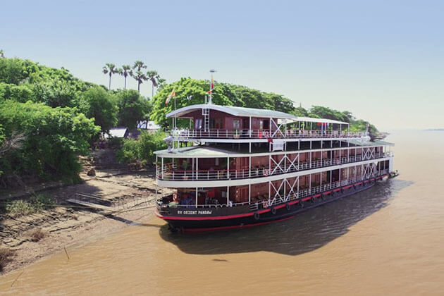 RV Orient Pandaw at port