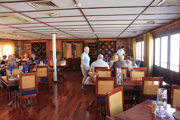 RV Orient Pandaw restaurant