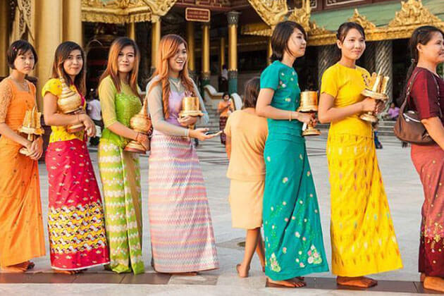Wearing Appropriate Clothes - things to remember when sightseeing in myanmar river cruise