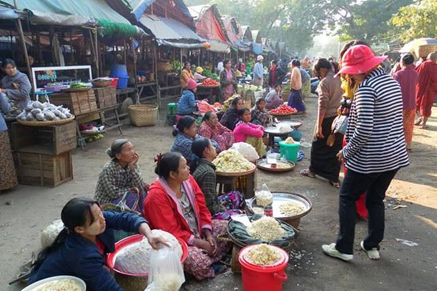 market in Pakoku