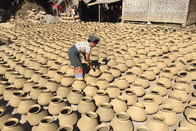 pottery making in Yandabo village