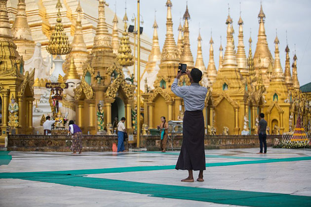show respect when visiting temple from irrawaddy river cruise