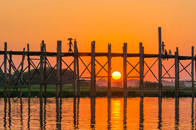 the enchanting sunset on U bein bridge